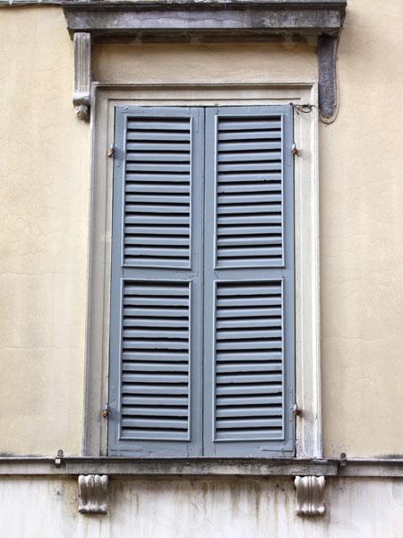 Verniciatura legno parma carpi come riverniciare finestre vecchie su misura riparazione restauro - Verniciatura finestre prezzi ...