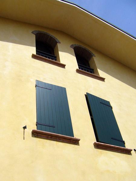 Restauro scuri in legno reggio emilia sassuolo - Restauro finestre in legno prezzi ...